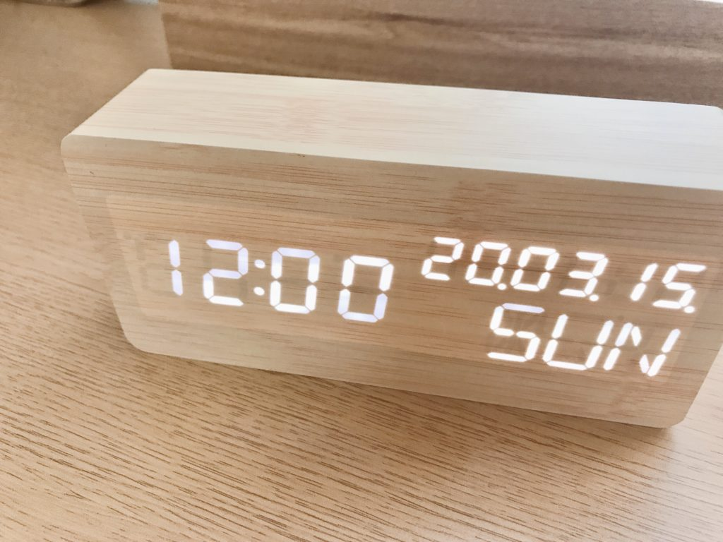 おしゃれなデジタル時計Mezzoを手に入れた!プレゼントにもおすすめ!!